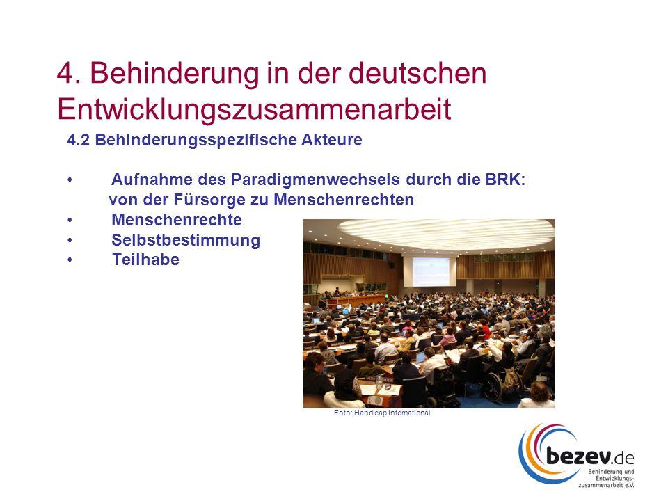 4. Behinderung in der deutschen Entwicklungszusammenarbeit 4.2 Behinderungsspezifische Akteure Aufnahme des Paradigmenwechsels durch die BRK: von der