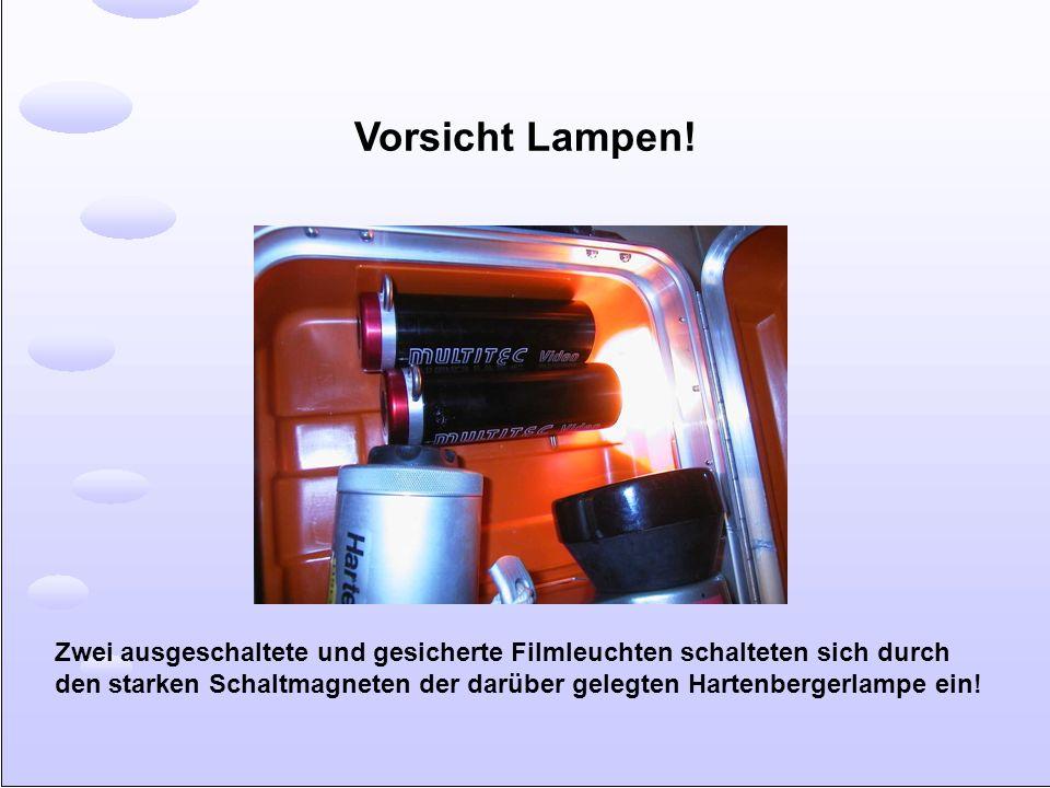 Vorsicht Lampen! Zwei ausgeschaltete und gesicherte Filmleuchten schalteten sich durch den starken Schaltmagneten der darüber gelegten Hartenbergerlam