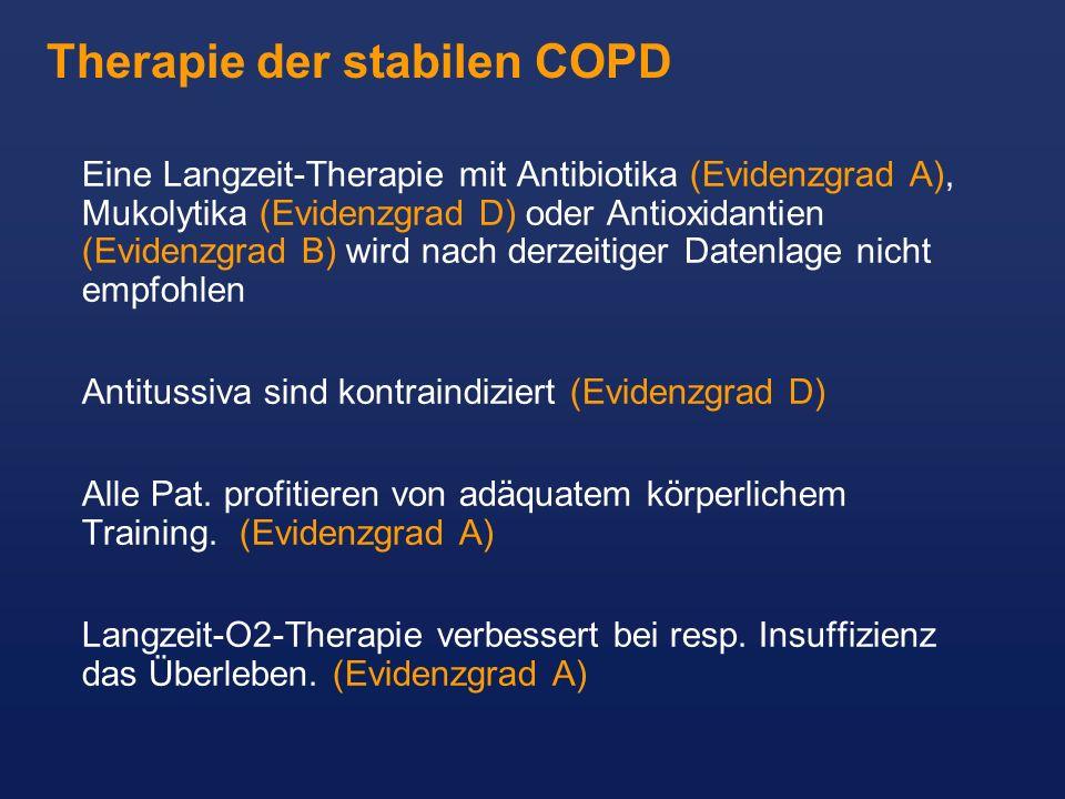 Eine Langzeit-Therapie mit Antibiotika (Evidenzgrad A), Mukolytika (Evidenzgrad D) oder Antioxidantien (Evidenzgrad B) wird nach derzeitiger Datenlage