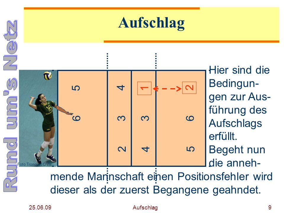 25.06.09 Aufschlag8 Nach der Ausführung des Aufschlags sind die Spieler nicht mehr an ihre Plätze gebunden. Hier z. B. läuft ein Hinterspieler auf die