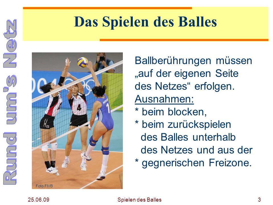 25.06.09 Das Spielen des Balles Ballberührungen müssen auf der eigenen Seite des Netzes erfolgen. Ausnahmen: * beim blocken, * beim zurückspielen des