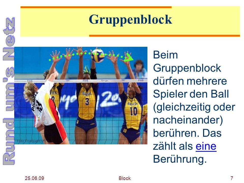 25.06.09 Block8 Gruppenblock Nach einer Blockberührung stehen der Mannschaft drei weitere Berührungen zu, um den Ball zum Gegner zu spielen.