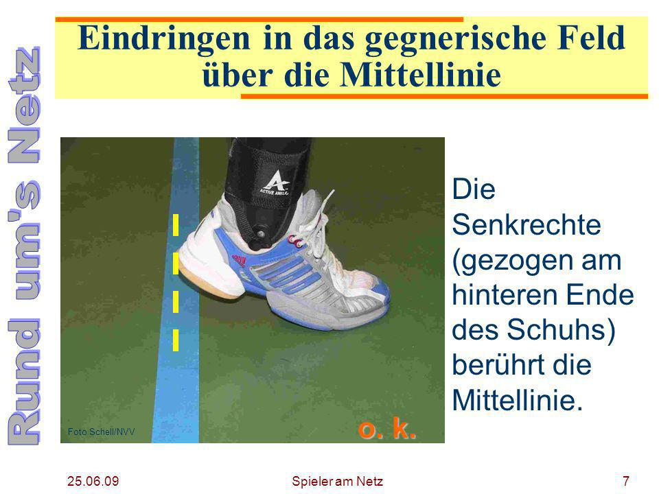 25.06.09 Spieler am Netz18 Eindringen in die gegnerische Freizone Ein Spieler darf in die gegnerische Freizone eindringen, vorausgesetzt, dass er das gegnerische Spiel nicht behindert.