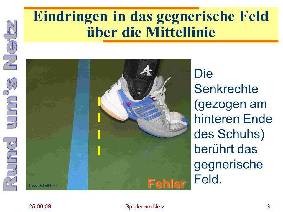 25.06.09 Spieler am Netz10 Der Fuß berührt das gegnerische Feld.