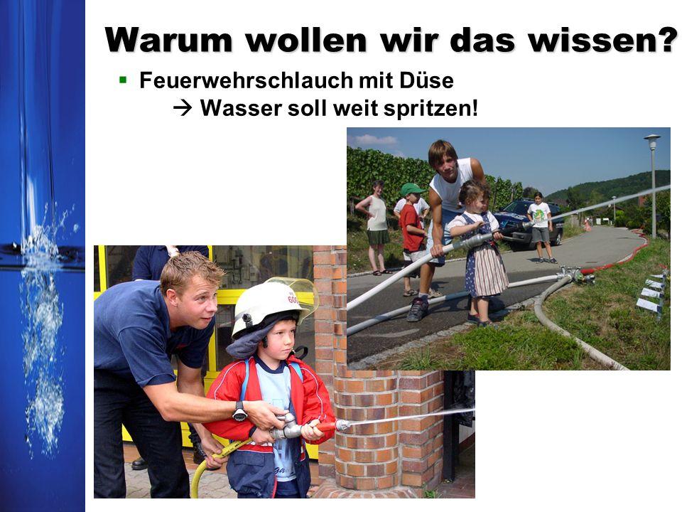 Warum wollen wir das wissen? Feuerwehrschlauch mit Düse Wasser soll weit spritzen!