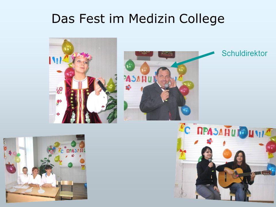 Das Fest im Medizin College Schuldirektor