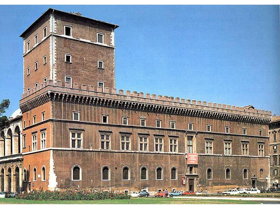 Die Fassade Das Äußere des Palazzo Venezia zeigt noch einige altertümliche Merkmale: Ein Zinnenkranz und Turm sind zur Verteidigung gedacht. Die Neuer