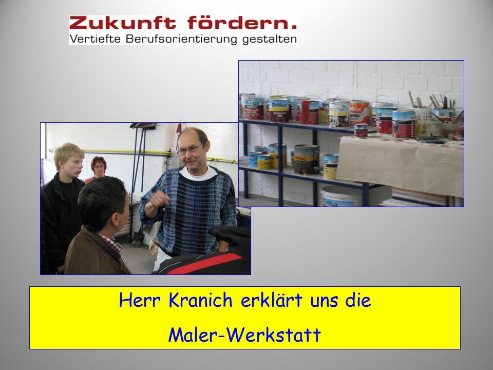 Herr Schemmerling zeigt uns die Metallwerkstatt