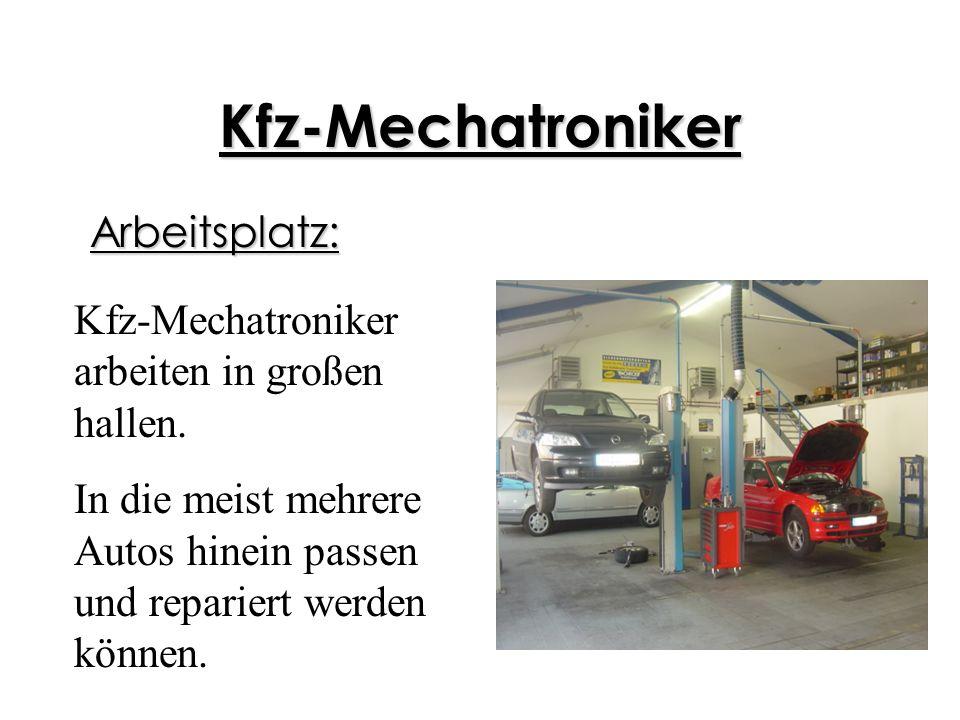 Kfz-Mechatroniker Arbeitsplatz: Kfz-Mechatroniker arbeiten in großen hallen. In die meist mehrere Autos hinein passen und repariert werden können.