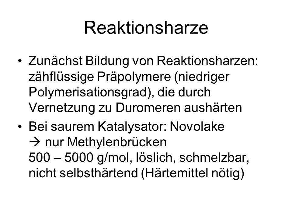 Reaktionsharze Zunächst Bildung von Reaktionsharzen: zähflüssige Präpolymere (niedriger Polymerisationsgrad), die durch Vernetzung zu Duromeren aushärten Bei saurem Katalysator: Novolake nur Methylenbrücken 500 – 5000 g/mol, löslich, schmelzbar, nicht selbsthärtend (Härtemittel nötig)