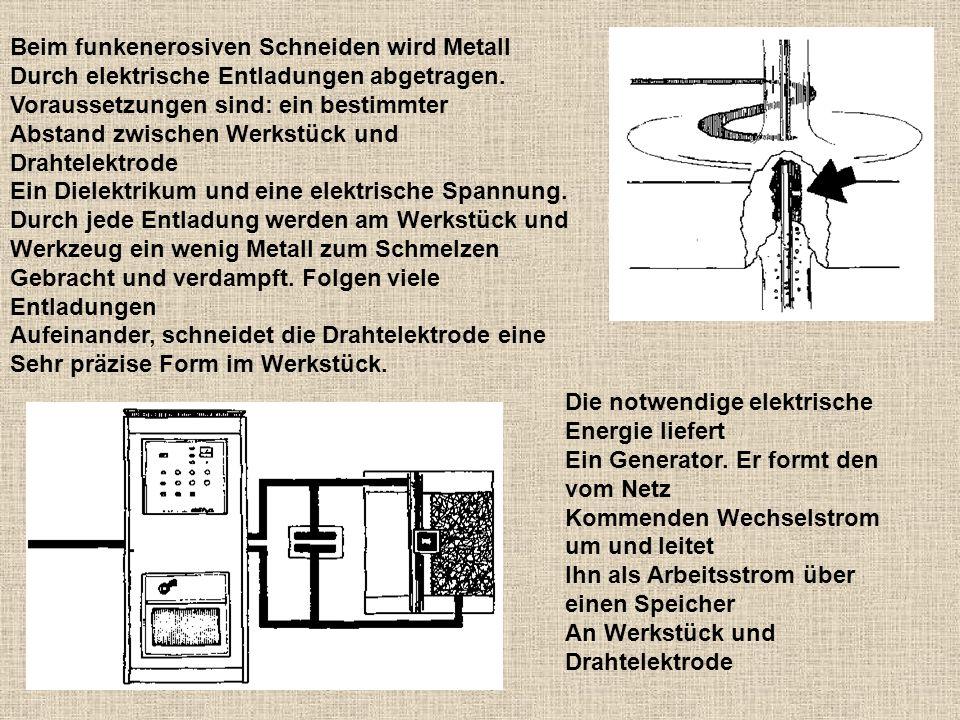 Beim funkenerosiven Schneiden wird Metall Durch elektrische Entladungen abgetragen. Voraussetzungen sind: ein bestimmter Abstand zwischen Werkstück un