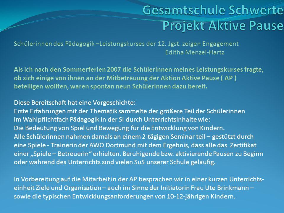 Schülerinnen des Pädagogik –Leistungskurses der 12. Jgst. zeigen Engagement Editha Menzel-Hartz Als ich nach den Sommerferien 2007 die Schülerinnen me
