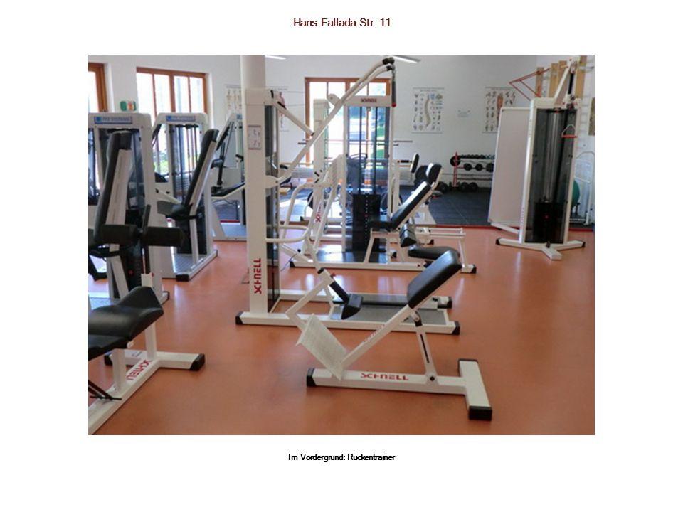Hans-Fallada-Str. 11 Im Vordergrund: Rückentrainer