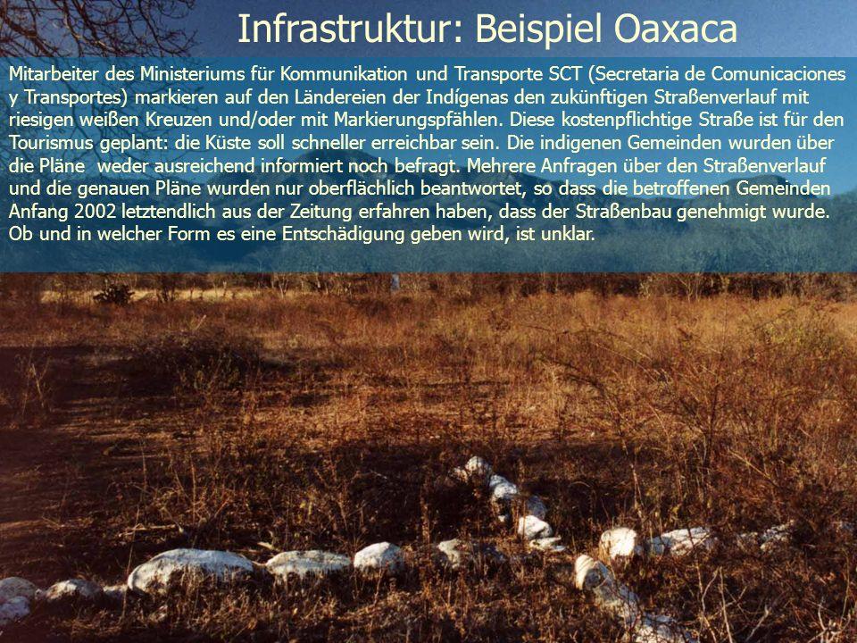 Infrastruktur: Beispiel Oaxaca Mitarbeiter des Ministeriums für Kommunikation und Transporte SCT (Secretaria de Comunicaciones y Transportes) markiere