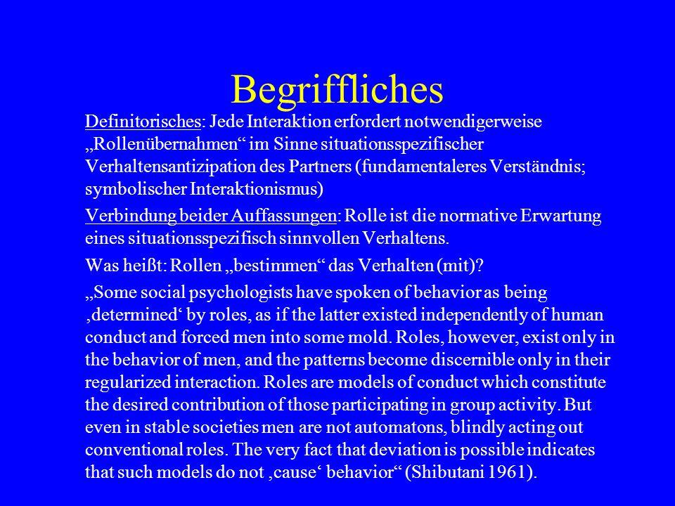 Begriffliches Definitorisches: Jede Interaktion erfordert notwendigerweise Rollenübernahmen im Sinne situationsspezifischer Verhaltensantizipation des
