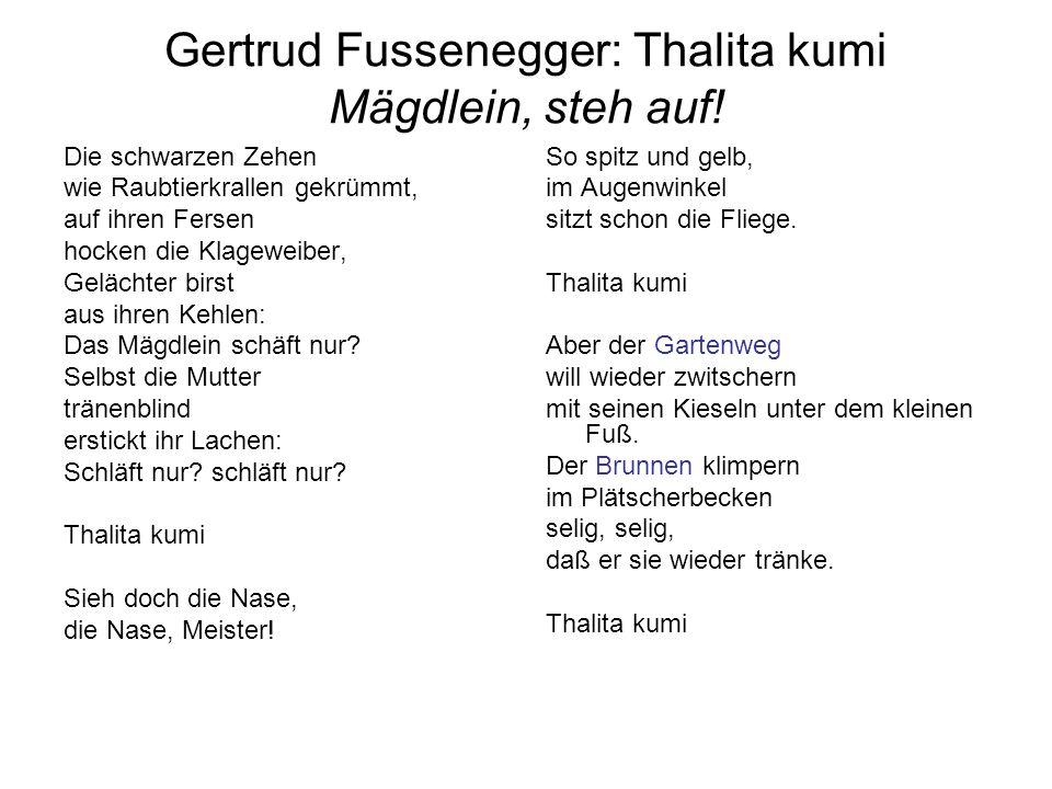 Gertrud Fussenegger: Thalita kumi Mägdlein, steh auf! Die schwarzen Zehen wie Raubtierkrallen gekrümmt, auf ihren Fersen hocken die Klageweiber, Geläc