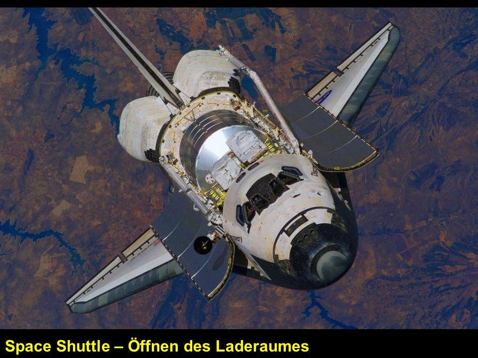 Space Shuttle – Öffnen des Laderaumes