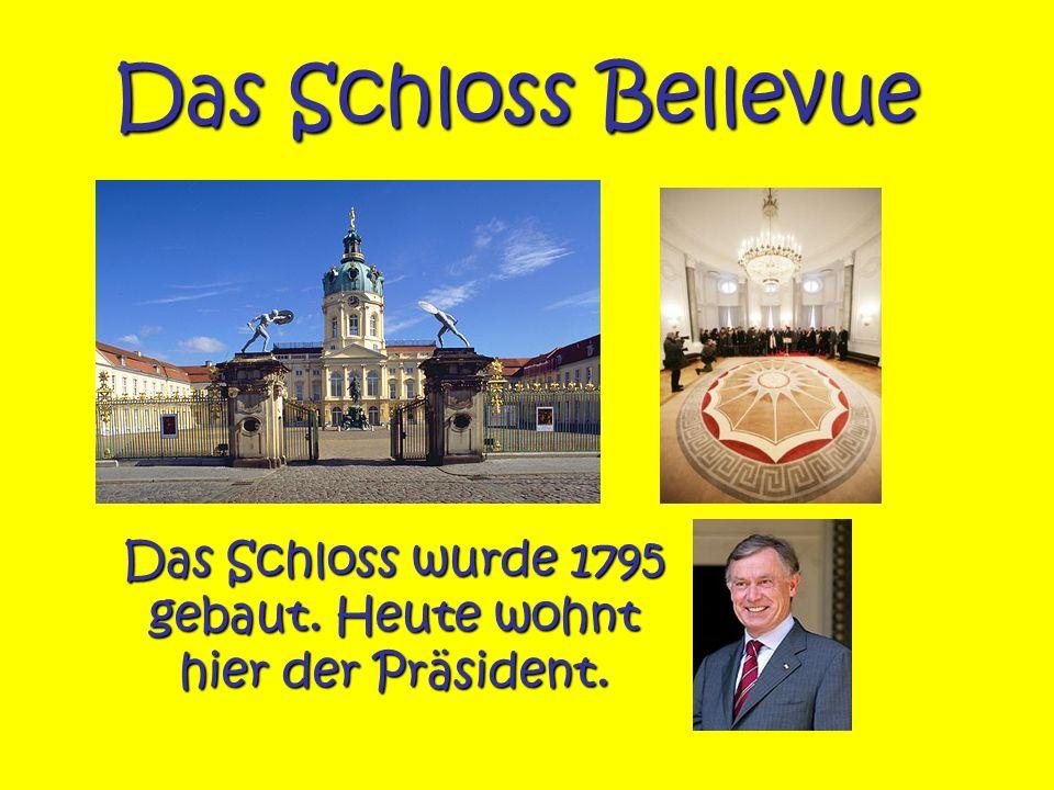 Das Schloss Bellevue Das Schloss wurde 1795 gebaut. Heute wohnt hier der Präsident.