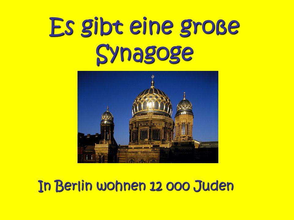 Es gibt eine große Synagoge In Berlin wohnen 12 000 Juden