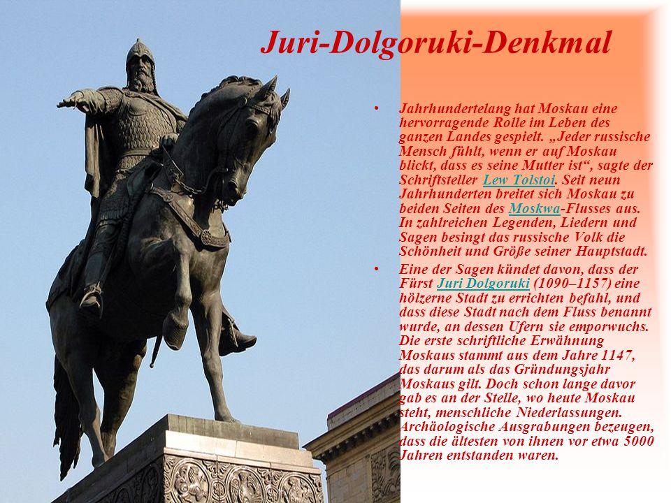 Juri-Dolgoruki-Denkmal Jahrhundertelang hat Moskau eine hervorragende Rolle im Leben des ganzen Landes gespielt. Jeder russische Mensch fühlt, wenn er