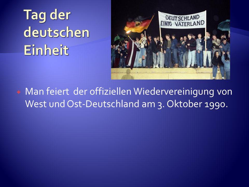 Man feiert der offiziellen Wiedervereinigung von West und Ost-Deutschland am 3. Oktober 1990.