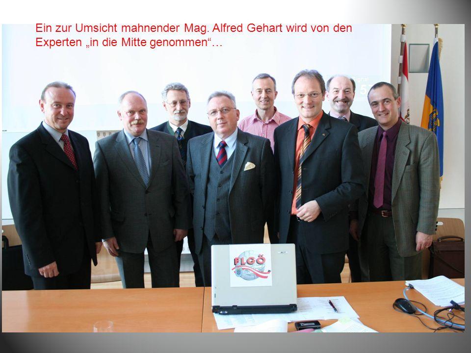 Ein zur Umsicht mahnender Mag. Alfred Gehart wird von den Experten in die Mitte genommen…