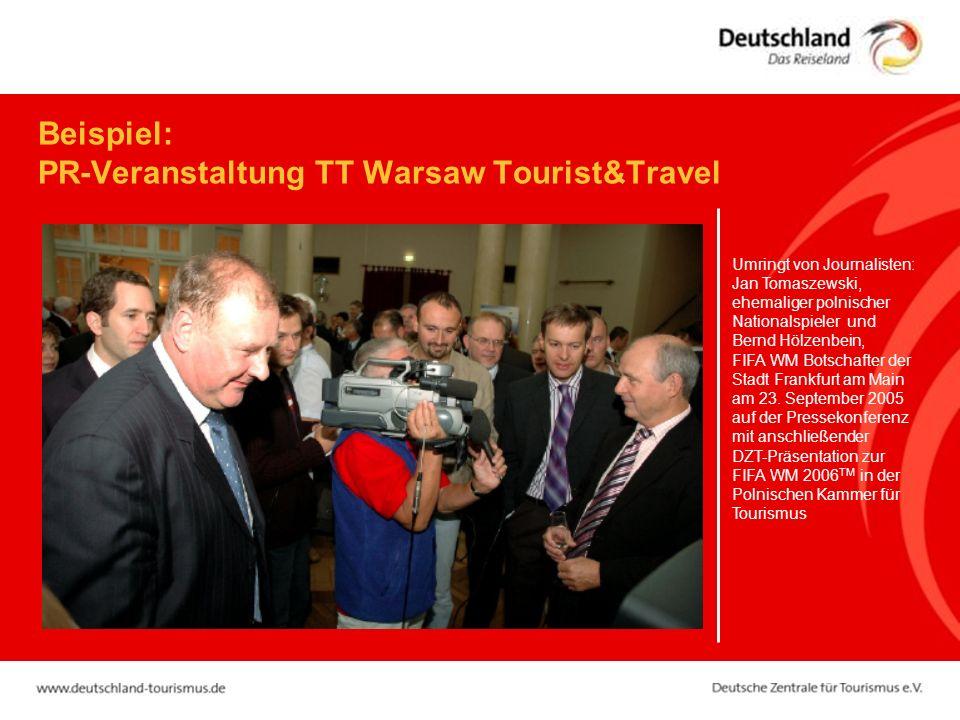 Beispiel: PR-Veranstaltung TT Warsaw Tourist&Travel Umringt von Journalisten: Jan Tomaszewski, ehemaliger polnischer Nationalspieler und Bernd Hölzenbein, FIFA WM Botschafter der Stadt Frankfurt am Main am 23.