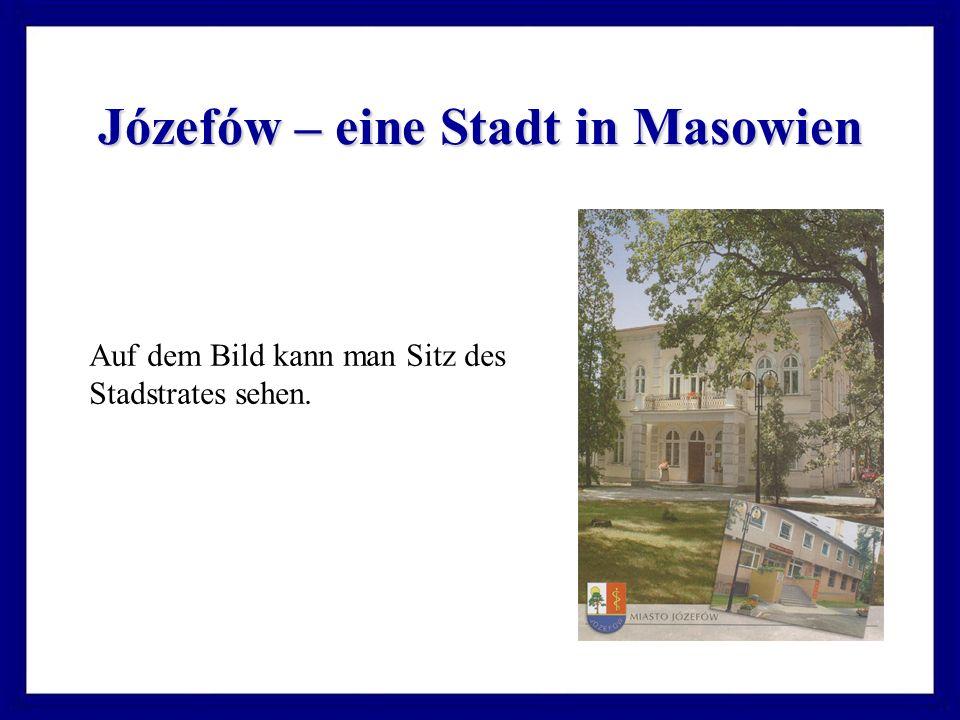 Józefów – eine Stadt in Masowien Auf dem Bild kann man Sitz des Stadstrates sehen.