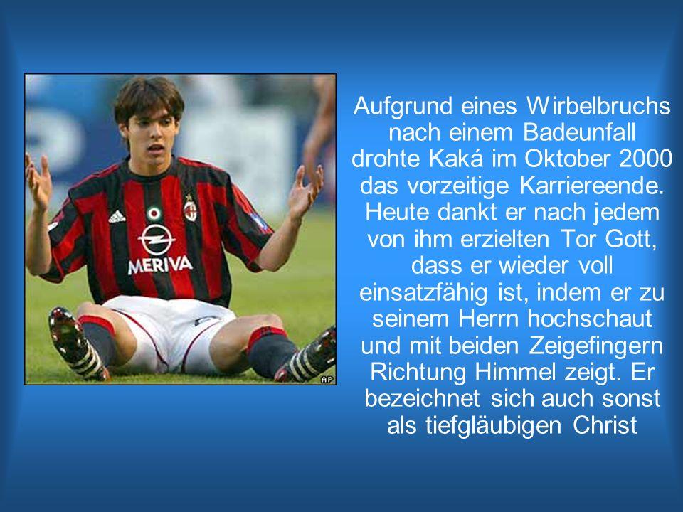 Aufgrund eines Wirbelbruchs nach einem Badeunfall drohte Kaká im Oktober 2000 das vorzeitige Karriereende. Heute dankt er nach jedem von ihm erzielten