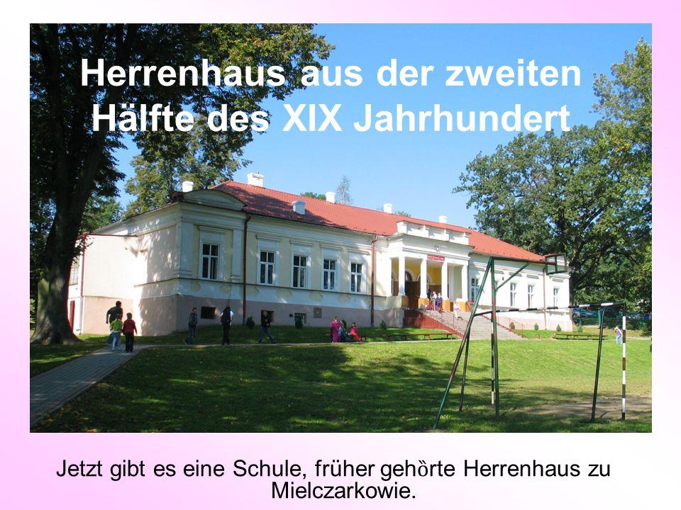 Herrenhaus aus der zweiten Hälfte des XIX Jahrhundert Jetzt gibt es eine Schule, früher geh ȍ rte Herrenhaus zu Mielczarkowie.