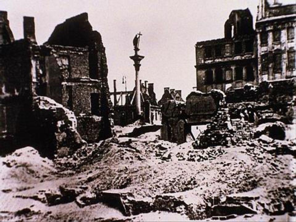 Nach der Niederlage des Aufstandes in dem Warschauer Ghetto, gingen die Deutschen dazu über, alle Gebäude auf diesem Gelände zu zerstören.