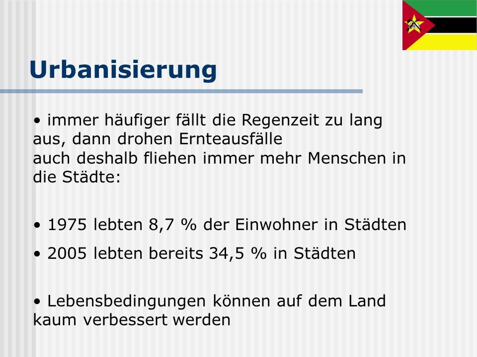 immer häufiger fällt die Regenzeit zu lang aus, dann drohen Ernteausfälle auch deshalb fliehen immer mehr Menschen in die Städte: 1975 lebten 8,7 % de