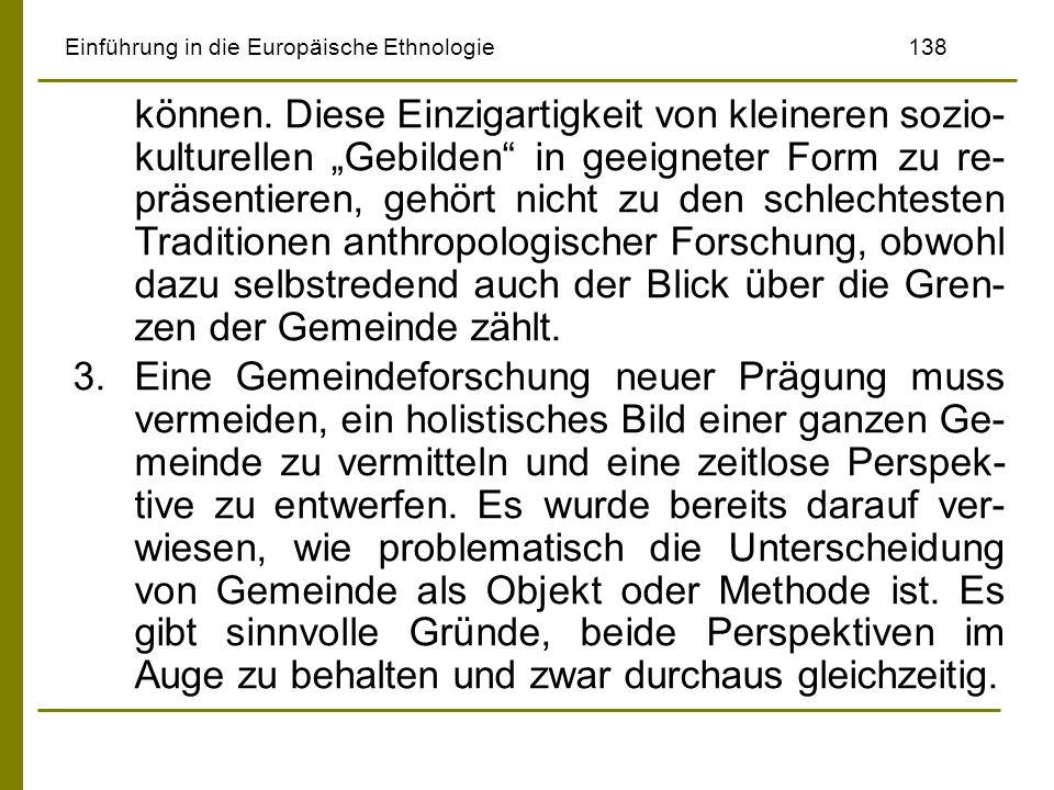 Einführung in die Europäische Ethnologie138 können. Diese Einzigartigkeit von kleineren sozio- kulturellen Gebilden in geeigneter Form zu re- präsenti