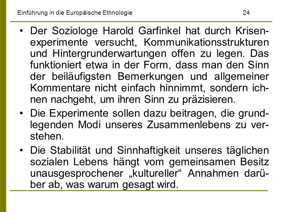 Einführung in die Europäische Ethnologie24 Der Soziologe Harold Garfinkel hat durch Krisen- experimente versucht, Kommunikationsstrukturen und Hinterg