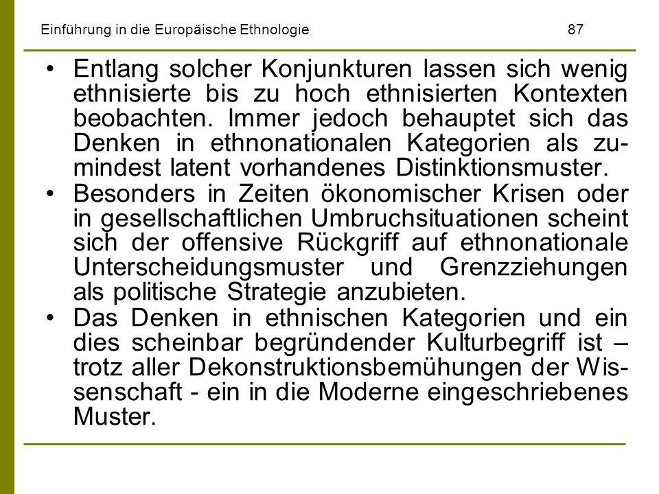 Einführung in die Europäische Ethnologie87 Entlang solcher Konjunkturen lassen sich wenig ethnisierte bis zu hoch ethnisierten Kontexten beobachten. I