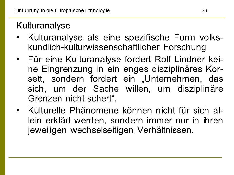 Einführung in die Europäische Ethnologie28 Kulturanalyse Kulturanalyse als eine spezifische Form volks- kundlich-kulturwissenschaftlicher Forschung Für eine Kulturanalyse fordert Rolf Lindner kei- ne Eingrenzung in ein enges disziplinäres Kor- sett, sondern fordert ein Unternehmen, das sich, um der Sache willen, um disziplinäre Grenzen nicht schert.