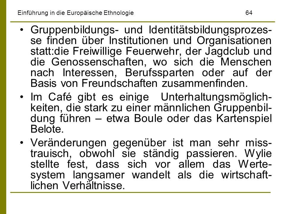 Einführung in die Europäische Ethnologie64 Gruppenbildungs- und Identitätsbildungsprozes- se finden über Institutionen und Organisationen statt:die Fr
