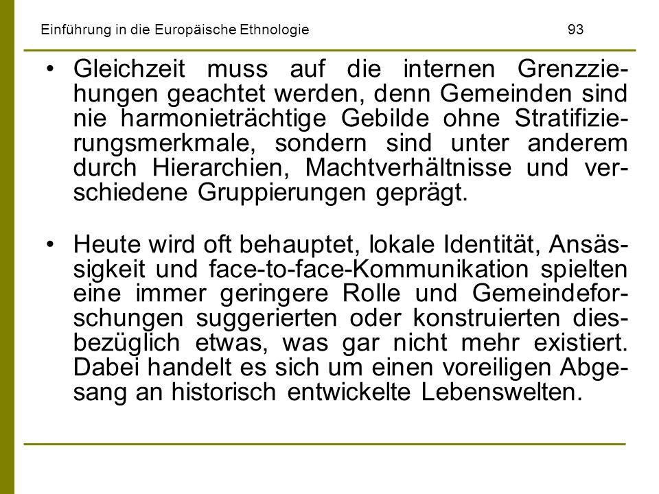 Einführung in die Europäische Ethnologie93 Gleichzeit muss auf die internen Grenzzie- hungen geachtet werden, denn Gemeinden sind nie harmonieträchtig