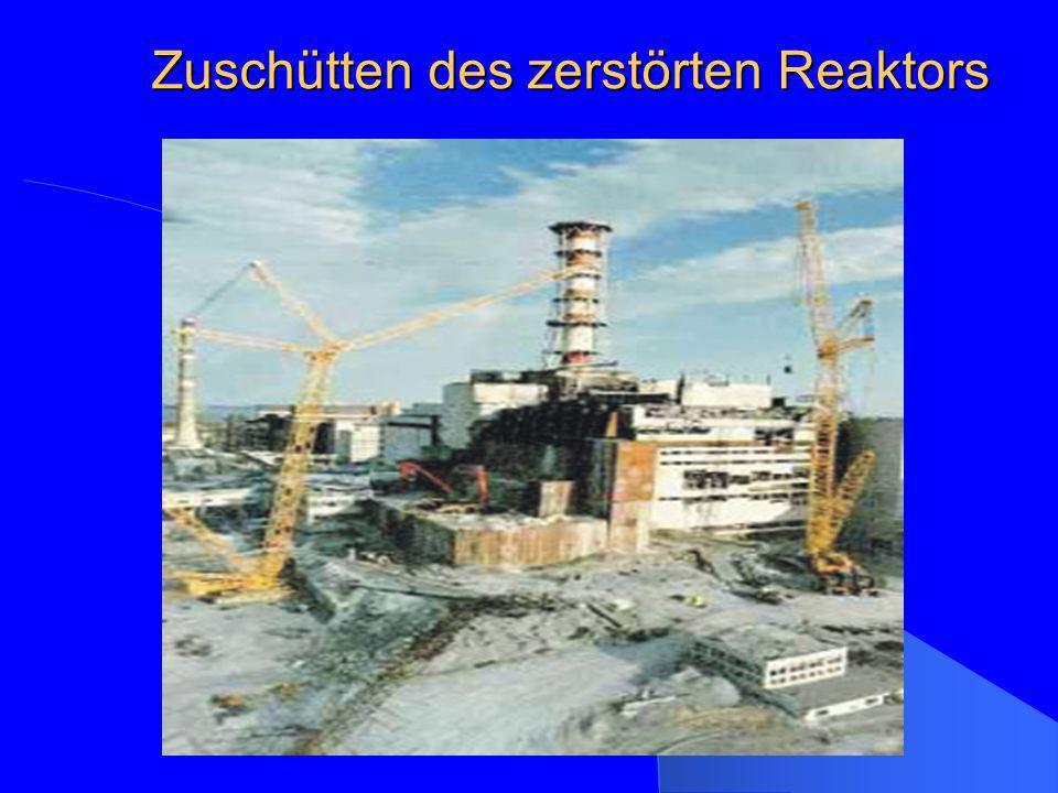 Zuschütten des zerstörten Reaktors