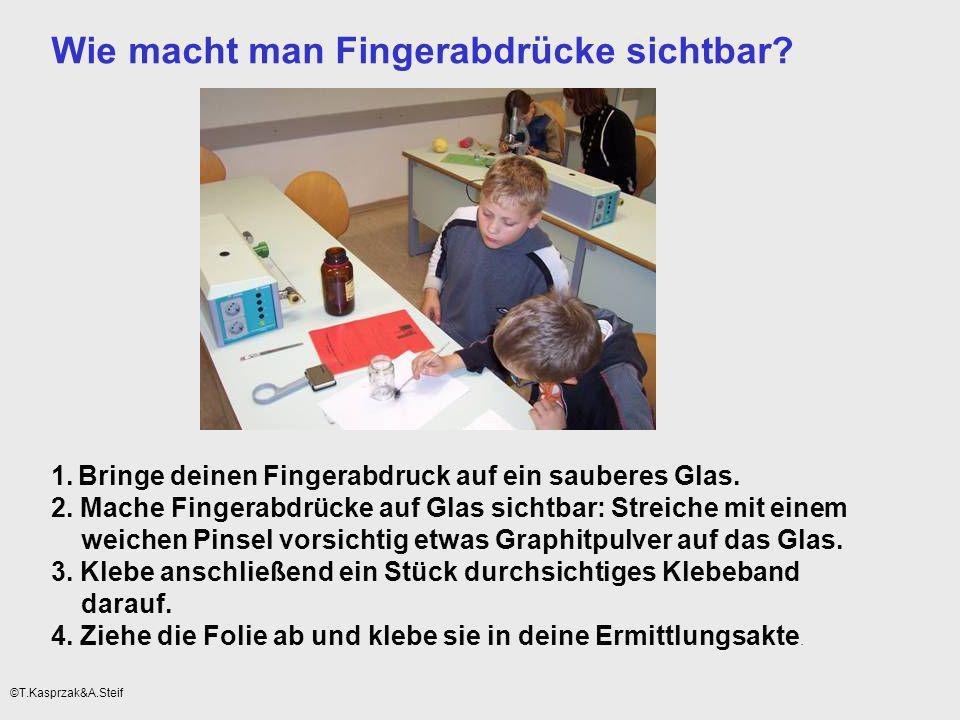 Wie macht man Fingerabdrücke sichtbar? 1. Bringe deinen Fingerabdruck auf ein sauberes Glas. 2. Mache Fingerabdrücke auf Glas sichtbar: Streiche mit e