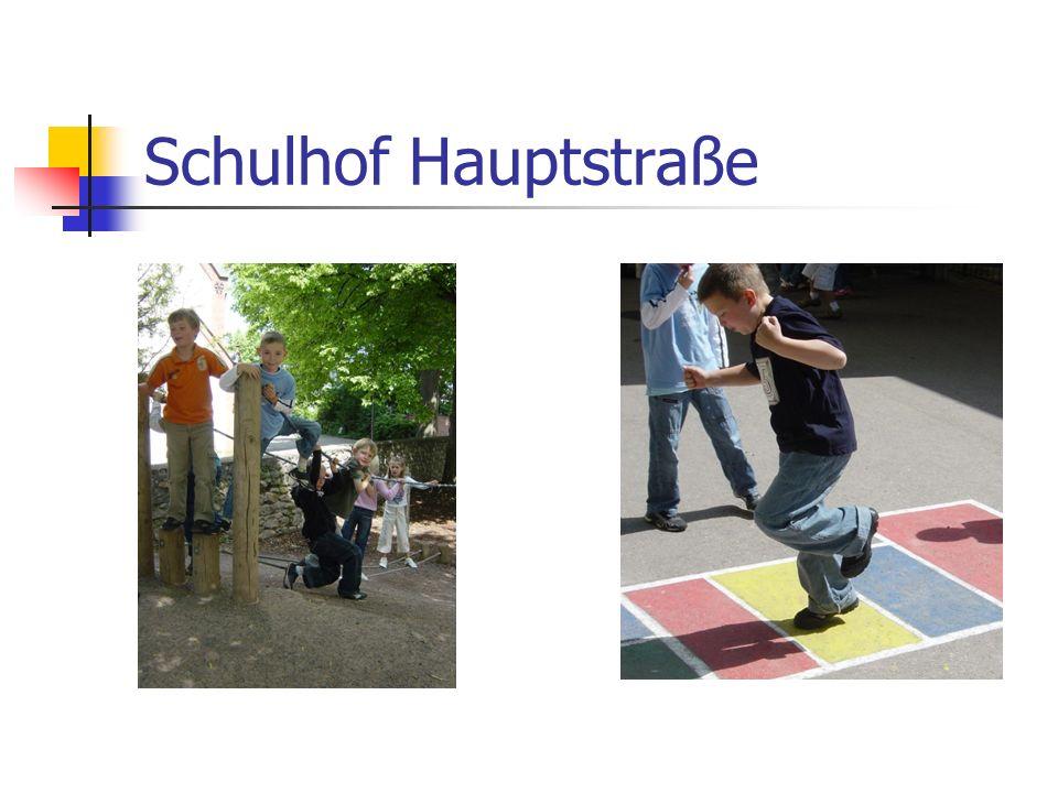 Schulhof Hauptstraße