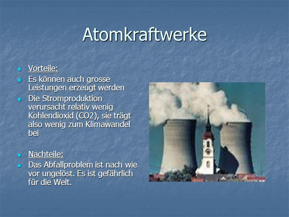 Atomkraftwerke Vorteile: Vorteile: Es können auch grosse Leistungen erzeugt werden Es können auch grosse Leistungen erzeugt werden Die Stromproduktion