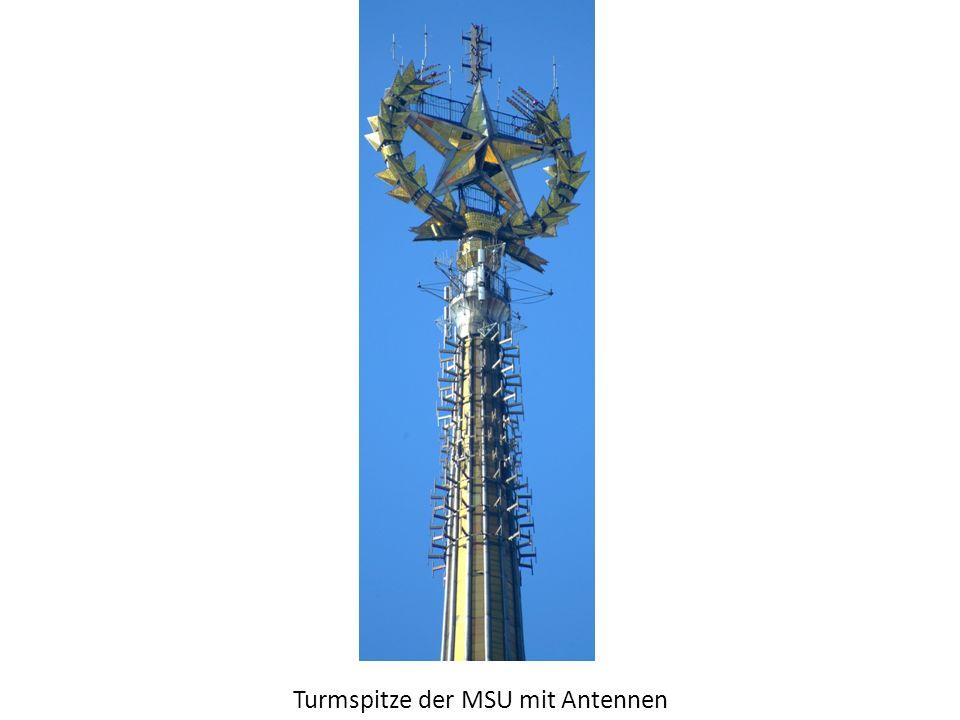 Turmspitze der MSU mit Antennen