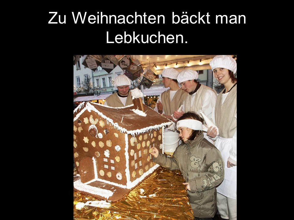 Zu Weihnachten bäckt man Lebkuchen.