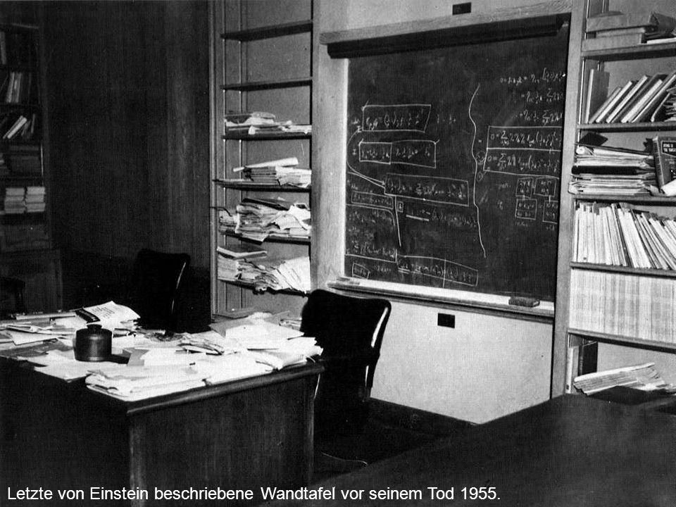 Folie Nr. 13 Astronomie. Rückblick FS 2002. Letzte von Einstein beschriebene Wandtafel vor seinem Tod 1955.