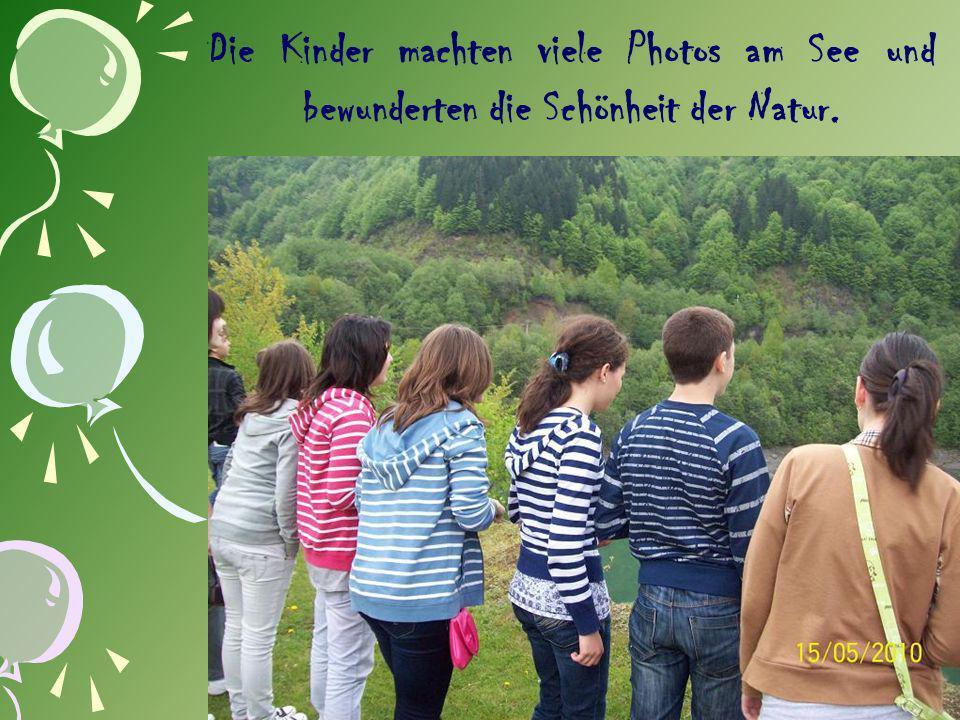 Die Kinder machten viele Photos am See und bewunderten die Schönheit der Natur.