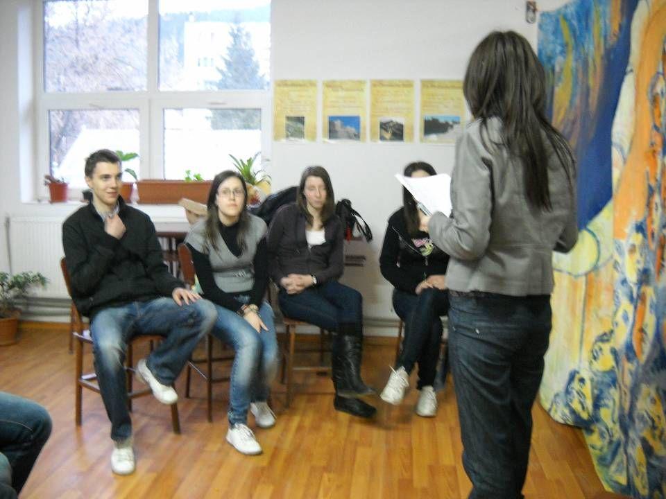Die Schüler sind in den zwei Ländern von den Lehrerinnen eingeführt worden. Getrennt hatten beide Gruppen auf folgende Fragen zu beantworten: Was ist