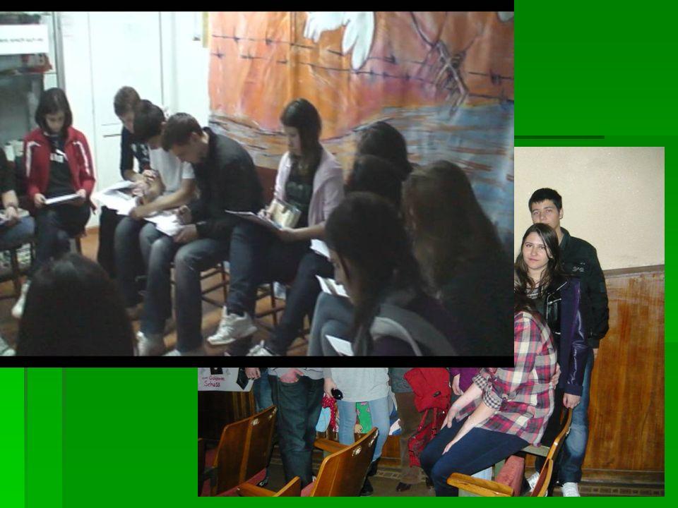Nach der Museumbesichtigung bekommt jeder Schüler das Buch und die Mappen mit Anleitungen zum Lesen und den Arbeitsblättern. Nach der Museumbesichtigu