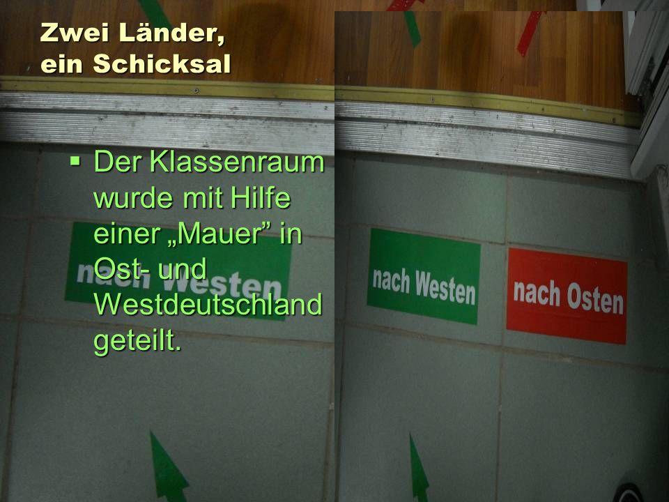 Zwei Länder, ein Schicksal Der Klassenraum wurde mit Hilfe einer Mauer in Ost- und Westdeutschland geteilt.
