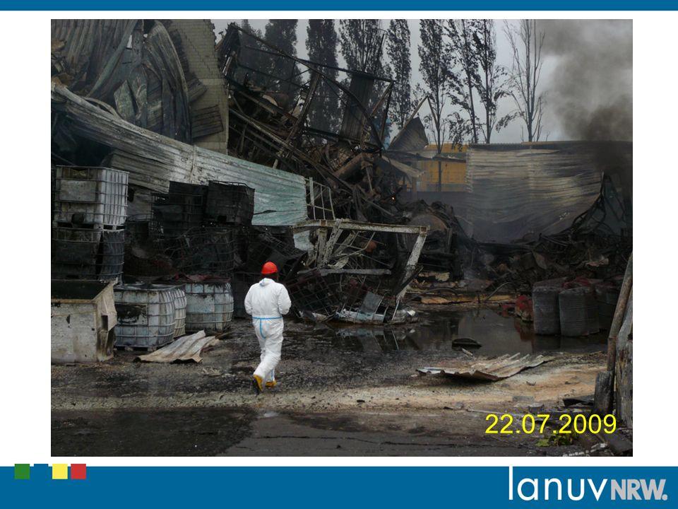 In Abstimmung mit der Feuerwehr und dem BR wurde eine Begehung der Gebiete vorgenommen, die in der Rauchfahne lagen.